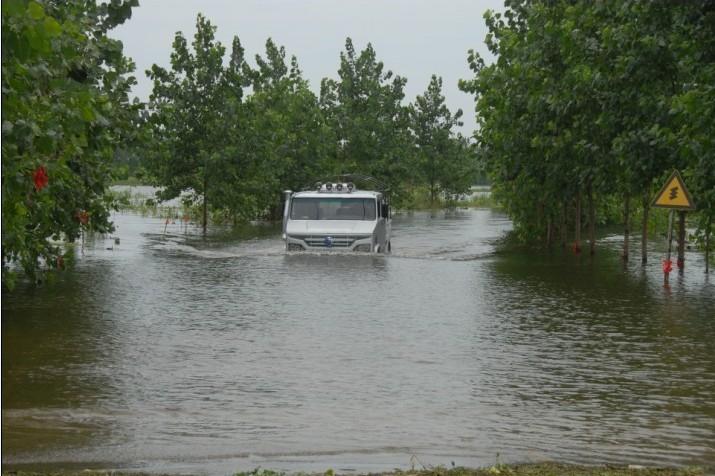 bob体育软件app官网最新版下载汽车参加2010年武汉市抗洪抢险救援